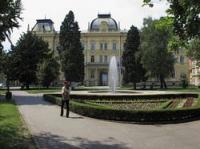 Die Universität Maribor - Marburg wurde 1975 gegründet, als sie aus dem Zusammenschluss des Slowenischen Theologischen Kollegs mit anderen Forschungseinrichtungen hervorging.