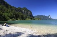 Der Mondsee befindet sich im Salzkammergut an der Grenze zwischen den Bundesländern  Salzburg und Oberösterreich. Der Mondsee gehört zu den wärmsten Seen im Salzkammergut und hat eine Fläche von ca. 14 km2.  Der Irrsee ist der größte Zufluß des M