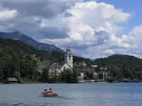 Der Wolfgangsee befindet sich im Salzkammergut an der Grenze zwischen dem Bundesland Salzburg und Oberösterreich. Die maximale Tiefe des Wolfgangsees beträgt 114 Meter.