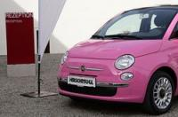 Zum 50. Geburtstag von Barbie, der beliebtesten Modepuppe der Welt, präsentierte Fiat den Fiat 500 Barbie in pink als limitiertes Sondermodell.