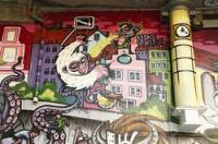 2010 wurde die Fläche unter der Hauptbrücke in Graz überarbeitet. Die Aufnahmen zeigen den Zustand im Frühjahr 2011. Die Grafitti unter der Hauptbrücke scheinen unter anderem auch in der Unesco Bewerbung für Graz - City of Design auf.