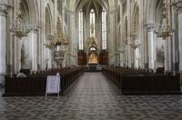 Die Herz Jesu Kirche in Graz, Bezirk St. Leonhard erinnert auf den ersten Blick an eine gotische Wehrkirche, vor allem durch die mächtigen Stützmauern, den Südeingang sowie den Nordeingang mit dem