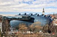 Das Kunsthaus Graz ist ein Ausstellungszentrum für Gegenwartskunst und dient ausschließlich der Präsentation.